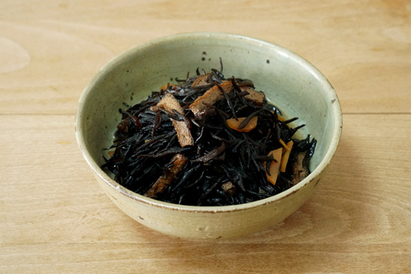 陶芸-黄瀬戸釉薬の中鉢に煮物
